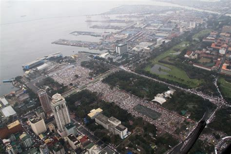 Pope attracts world-record crowd in Luneta mass | ABS-CBN News